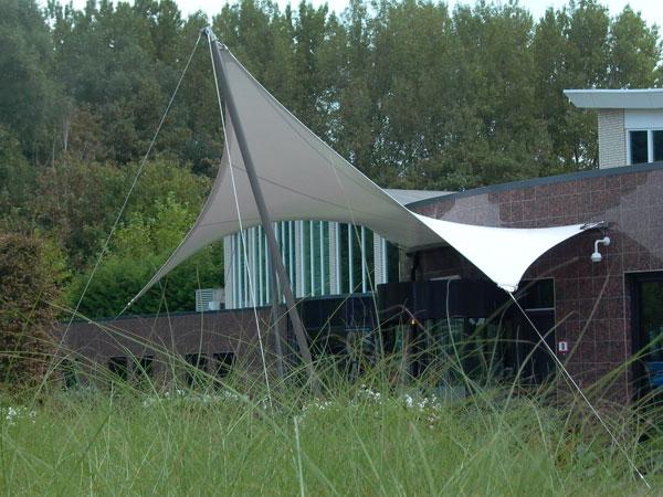 auvent d 39 accueil en toile tendue pour l 39 entr e de l 39 elysium bleiswijk. Black Bedroom Furniture Sets. Home Design Ideas