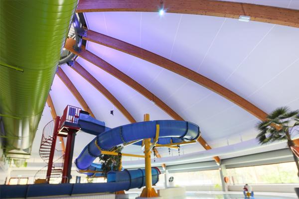 Spanplafonds voor zwembad zuiderpark